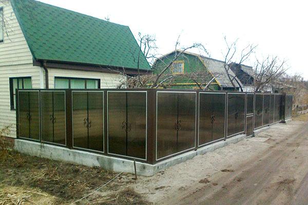 Заборы из поликарбоната, как сделать красивый забор из поликарбоната своими руками – фото и видео