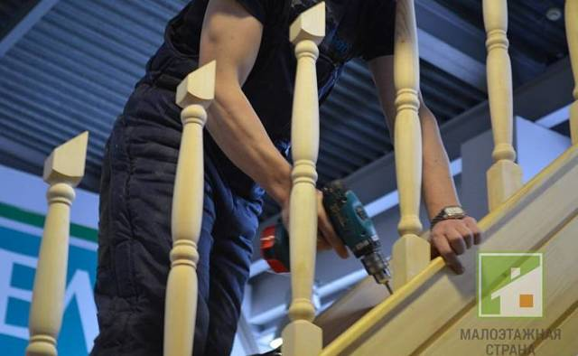 Как крепить балясины к перилам и ступеням – нюансы монтажа и подбор креплений к разным материалам