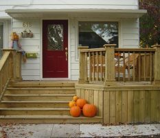 Отделка крыльца дома: фотосессия лучших примеров