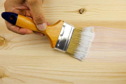 Покраска деревянных дверей: какую лучше выбрать краску, а также, как правильно покрыть поверхность лаком