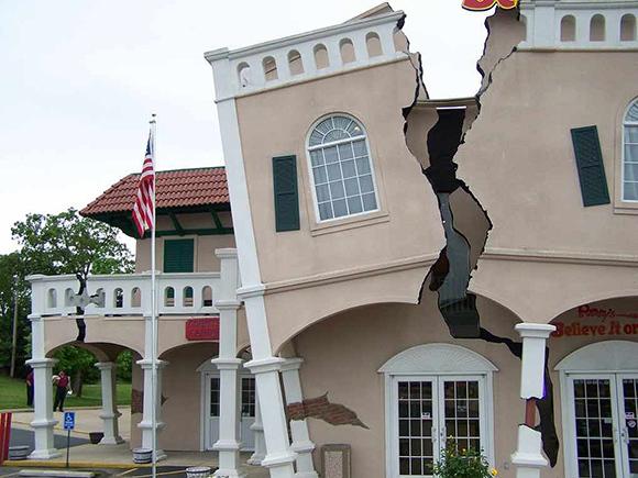 Как укрепить фундамент если пошла трещина на стене старого дома?