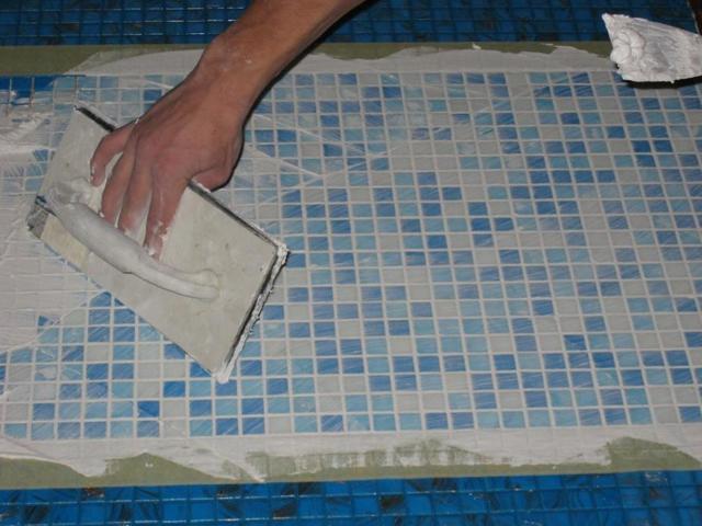 Как клеить мозаичную плитку на сетке – советы специалистов