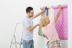 Как шпаклевать новичку стены под обои своими руками: рекомендации, как правильно подготовить поверхность и самостоятельно наносить состав