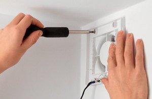 Как выбрать и установить вентилятор в ванной комнате и туалете - разновидности и особенности устройств