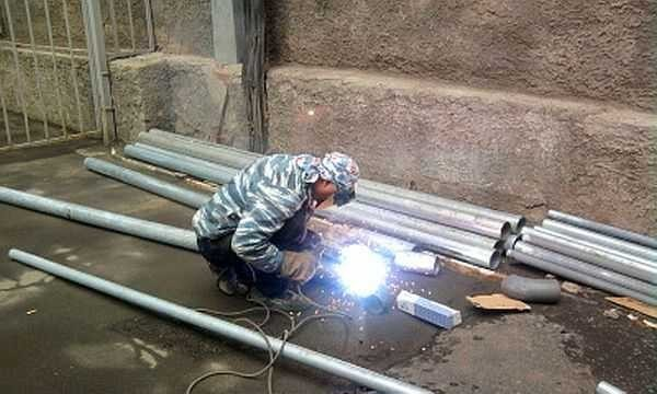 Сварка оцинковки полуавтоматом, ручным способом с подбором электродов и точечным методом
