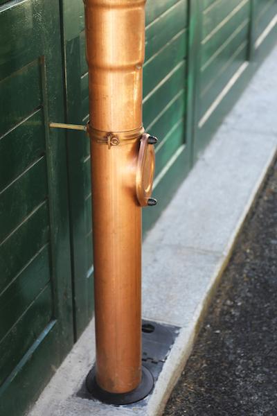Желоб для стока воды: ливневые для отвода дождевой на земле, ливнестоки для канализации с крыши, водосток, водоотводные для крыши