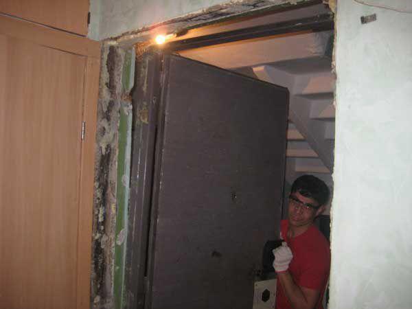 Установка металлических входных дверей своими руками: схема монтажа и порядок работ