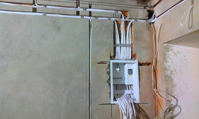 Алюминиевая проводка в квартире: стоит ли менять, какой провод лучше всего завести, и советы по смене проводки в доме своими руками
