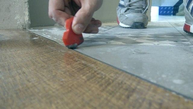 Стык ламината и плитки без порожка — делаем своими руками