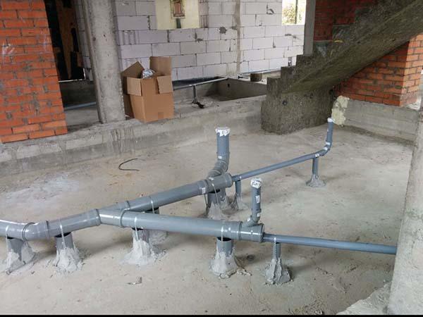 Прокладка канализационных труб в частном доме: схема разводки