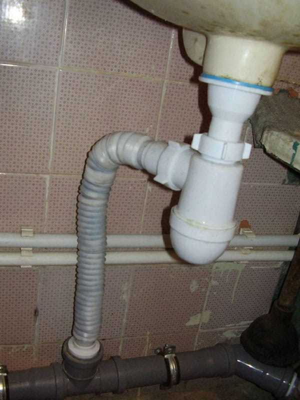 Запах канализации в частном доме и в квартире - что делать, как устранить?