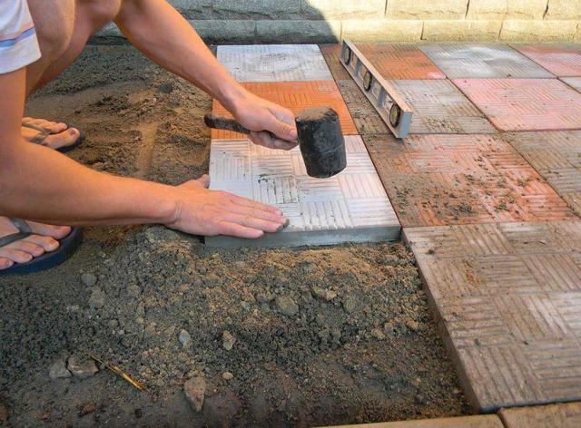 Растворы и смеси для плитки керамической, тротуарной, кафельной - приготовление цементного раствора, из сухой смеси, мастики для укладки и изготовления плитки